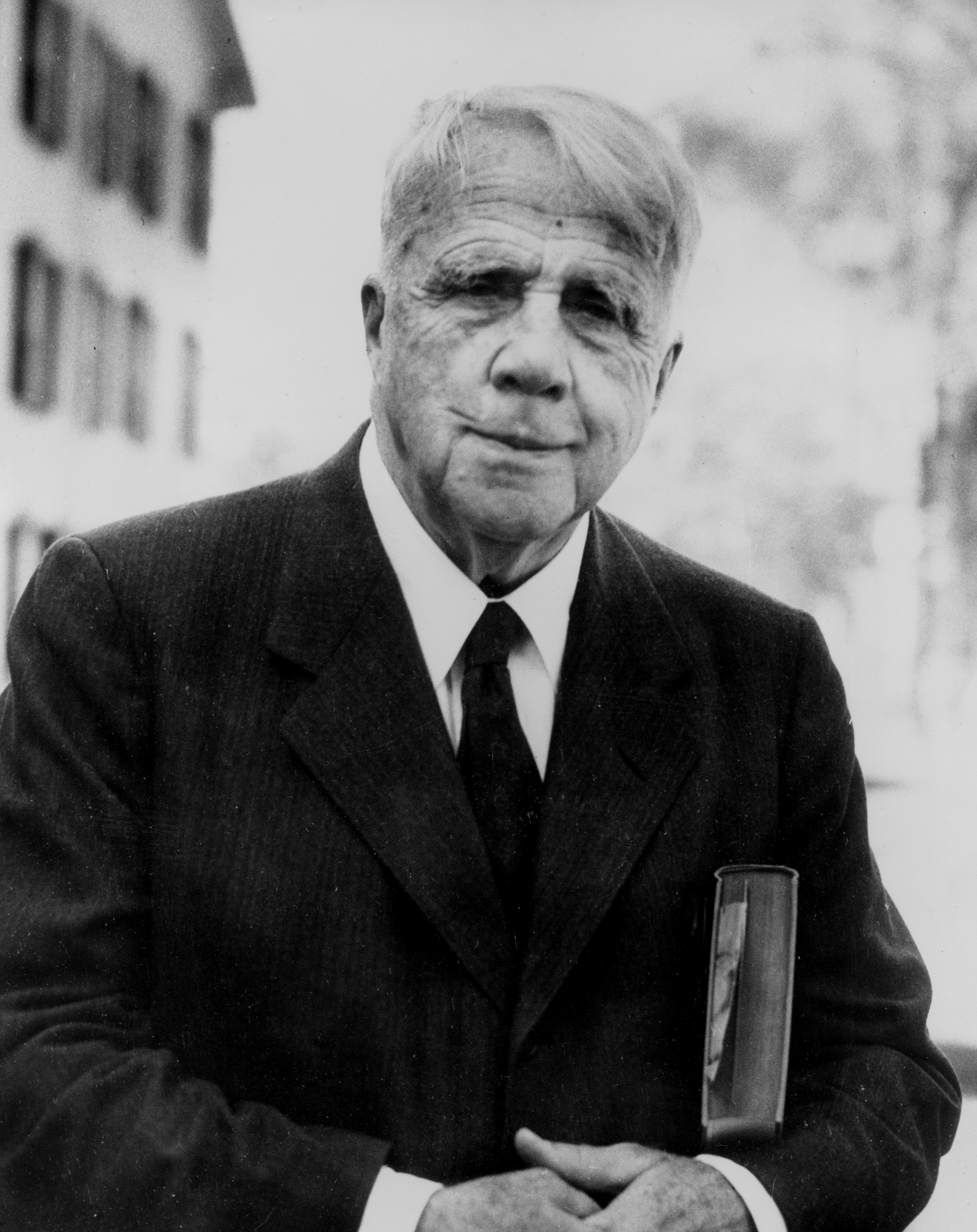 the early literary works of robert frost 21-10-1999 examine the life, times, and work of biography and literary works of robert frost robert frost through detailed author biographies on enotes san.